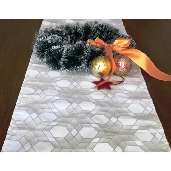 Коледен тишлайфер Снежинки в сиво 35*140 см