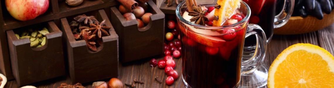 Коледа в чаша: 5 популярни рецепти за греяно вино