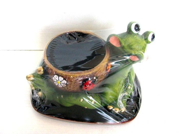 Саксия с жаба, голяма