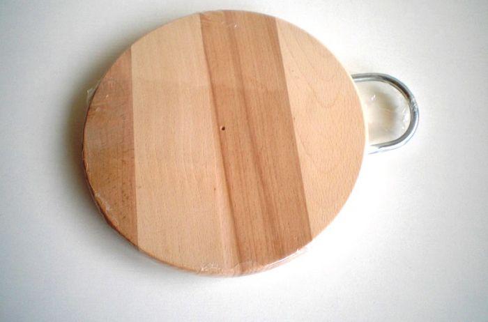 Дъска за рязане дървена с метална дръжка 20 см