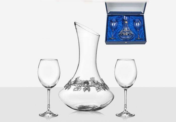 Декантер с чаши за вино