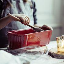 Червена керамична форма за кекс