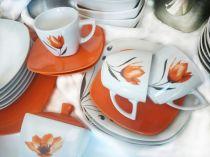 чаши за кафе с оранжево лале