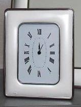 Посребрен настолен часовник, заоблени ръбове